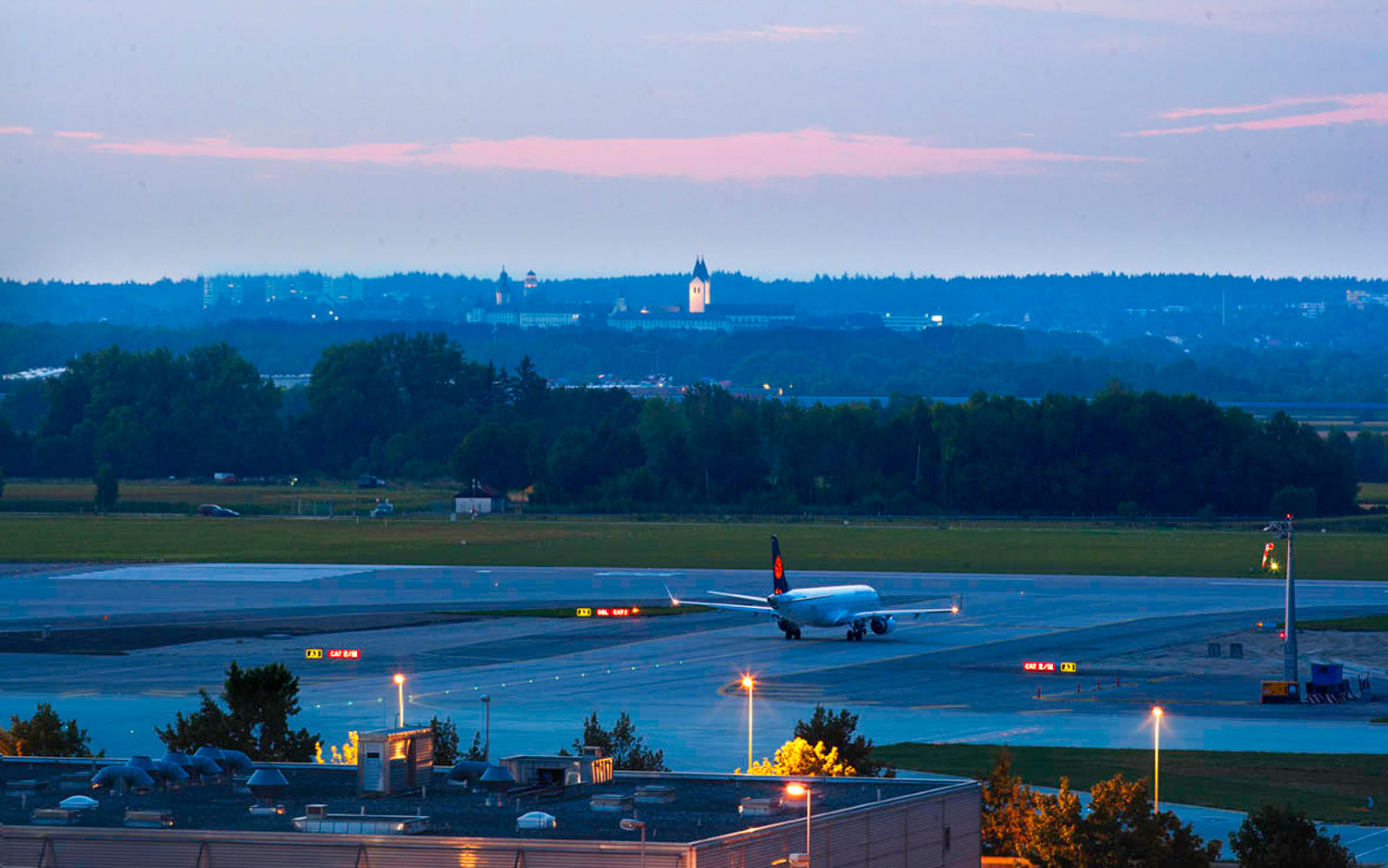 how to get to munich from airport